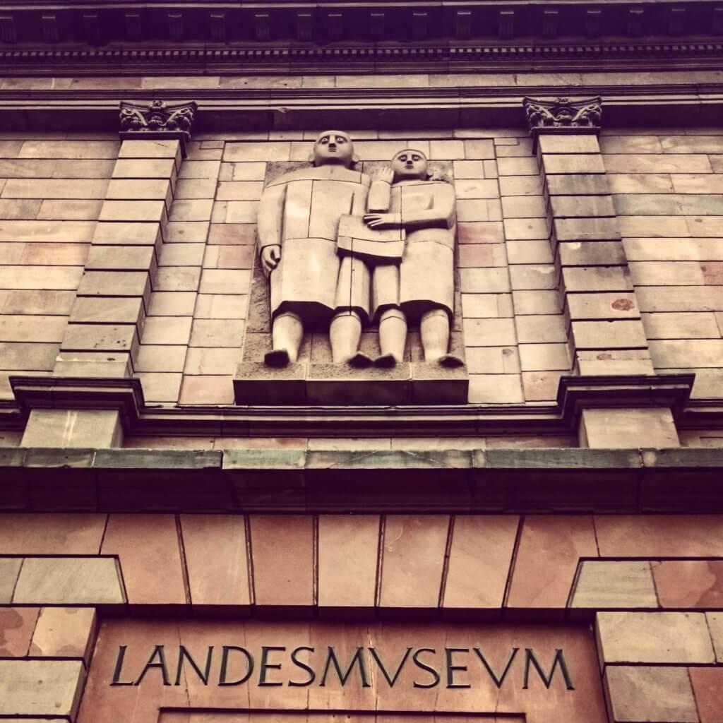 Eingang zum Rheinischen Landesmuseum Trier