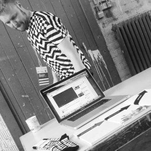 Der Herausgeber der Literaturzeitschrift Richtungsding stellt sein Projekt auf dem Literaturcamp Heidelberg vor