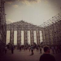 Parthenon of books - Tempel der verbotenen Bücher. Viel leere Luft innen,