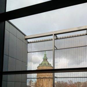 der Mannheimer Wasserturm, von der neuen Kunsthalle Mannheim aus fotografiert
