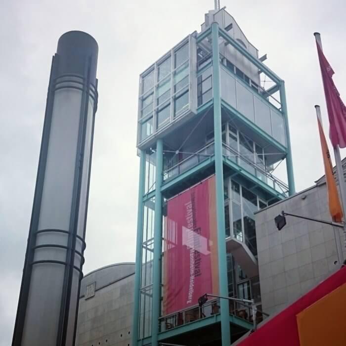 Ausschnitt aus der Fassade des Stadthaus in Mannheim, N1. Laut Turit Fröbe eine Ikone der Postmoderne.