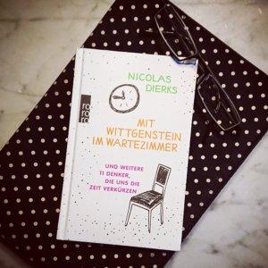 Philosophisches Sachbuch von Nicolas Dierks - Mit Wittgenstein im Wartezimmer und weitere 11 Philosophen, die uns die Zeit verkürzen